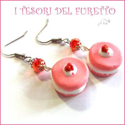 """Orecchini """" French macaroon rosa fragola   """" macaron fimo cernit premo idea regalo dolcetti miniatura cibo biscotto  pasticcino bambina personalizzabile  con clip su richiesta"""