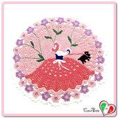 Centrino rosa e lilla con dama all'uncinetto