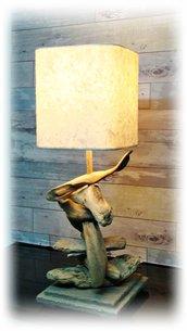 Lampada IMPERFECT da tavolo con legni di mare