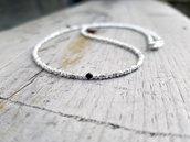 Collana artigianale per uomo e donna fatta di pepite in argento puro e Cristallo Swarovski nero. Elegante e preziosa
