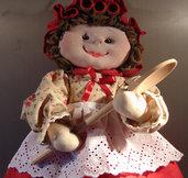 Serenella  porta sacchetti con vestito a fiori e gonna rossa