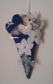 Addobbi Natalizi da appendere, cono blu con stella di Natale bianca e cuori imbottiti