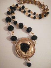 Collana con cristalli neri e capsule caffè color oro