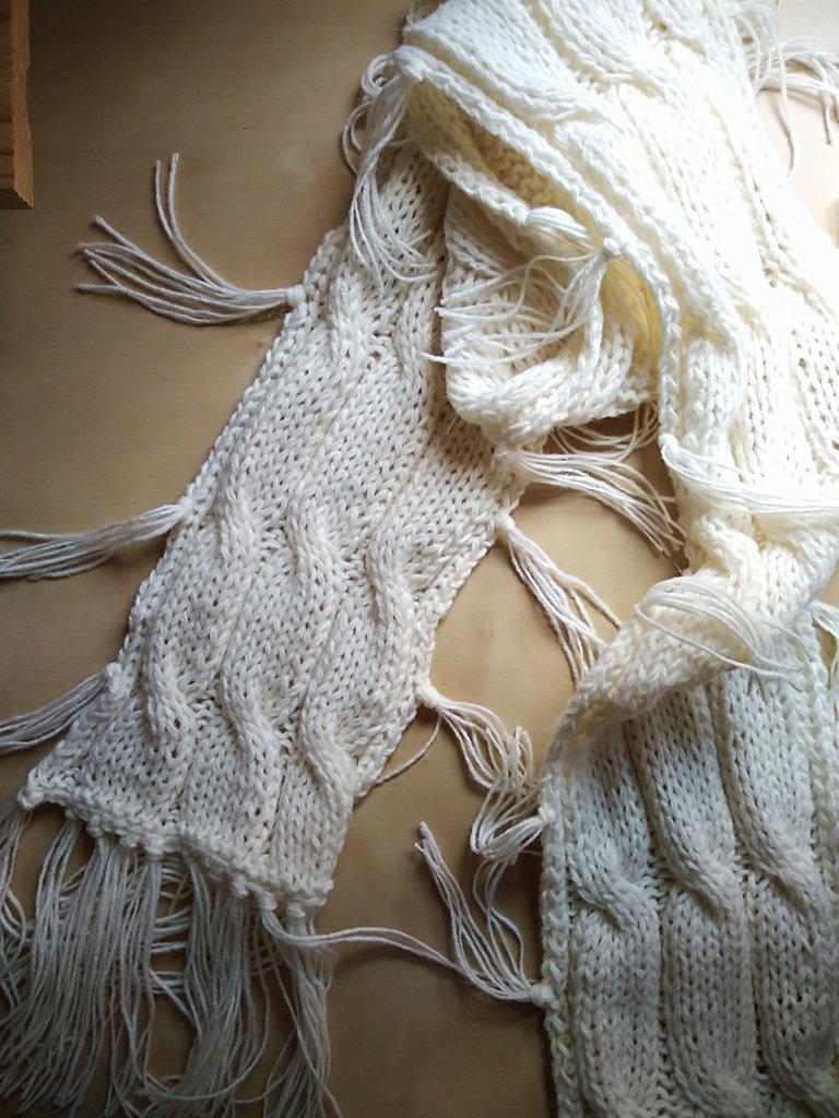 Sciarpa ai ferri con frange per ragazza donna color bianco panna