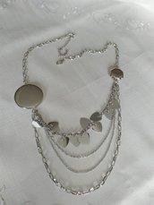 collana con catene e charms colore argento