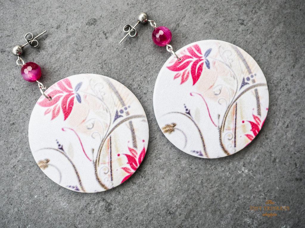 Maxi orecchini in legno con fantasia floreale e perle di agata