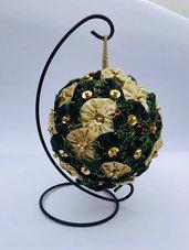 Pomander di yo-yo di tessuto verde e oro