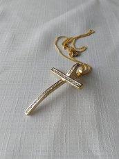 collana con ciondolo croce in metallo dorato satinato  e strass
