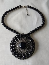 bellissima collana girocollo in mezzo cristallo e ciondolo grande