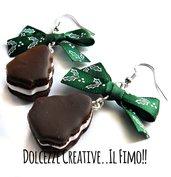 NATALE IN DOLCEZZE - Orecchini macarons albero di natale al cioccolato con glassa, crema di vaniglia - handmade kawaii fimo