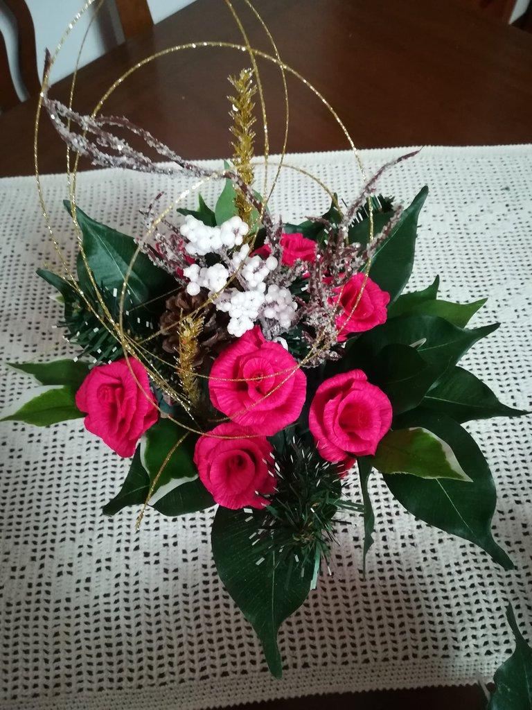 Centrotavola Natale con rose fucsia