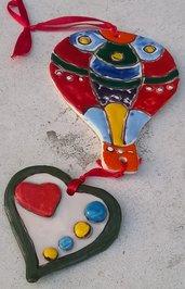 Mongolfiera con cuore di ceramica, decorazione murale, manufatta decorata a mano, tecnica cuerda seca