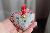 Decorazione natalizia in feltro a forma di cuore (versione grigio, verde e rosso)