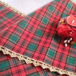 runner natalizio a quadri scozzesi e fili d oro
