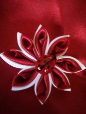 Fiore in tessuto rosso