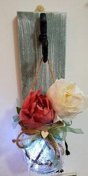 Quadretto in legno di abete porta vaso, porta fiori, porta spazzolini ecc. in shabby chic