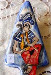Paletta da dolce,manufatta di ceramica, dipinta a mano con motivi che richiamano quelli del vassoio