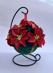 Pomander con stelle di Natale di feltro glitterato rosso