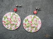 Maxi orecchini in legno con fantasia floreale e perle di agata rosa