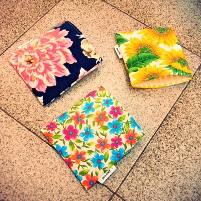 Porta assorbenti floreali