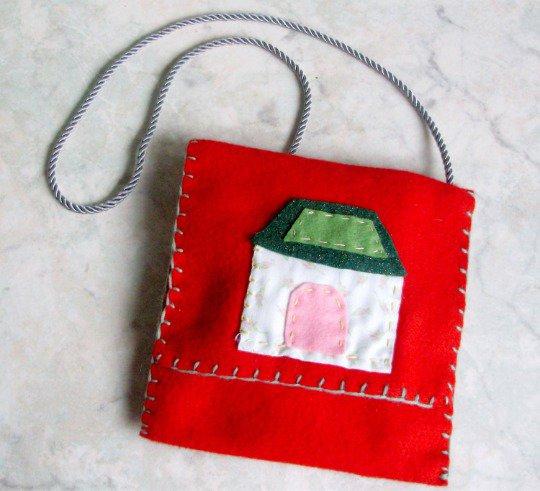 Borsa bimba, morbido feltro, casetta tagliata e ricamata a mano, idea regalo bimba, modello unico e orignale