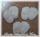 3 Stampi piedini baby con cuore in gomma siliconica per gessetti e bomboniere