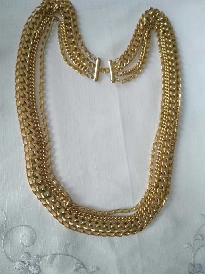 Collana in metallo dorato, vintage anni 70/80 in buone condizioni