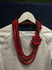 Collana lana rossa e marrone con fiore uncinetto