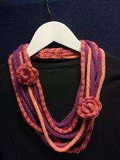 Collana lana arlecchino viola e arancio con due rose