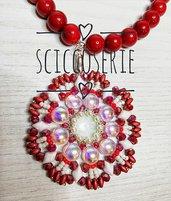 Collana color rosso con pendente
