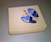 Scatola con farfalla di cartoccio