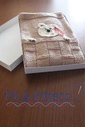 copertina culla di lana merinos ai ferri con orsetto uncinetto