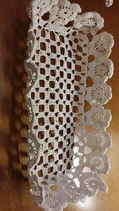 Cestino fatto con uncinetto. Cotone 100 % bianco