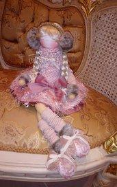 Bambola in feltro sognatrice