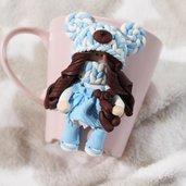 Tazza decorata con bambolina Doll in fimo