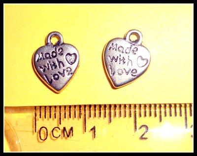 """1 ciondolo """"made with love"""" a forma di cuore"""
