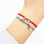 Bracciale di corda con pendente charm in argento Sciatore, fatto a mano