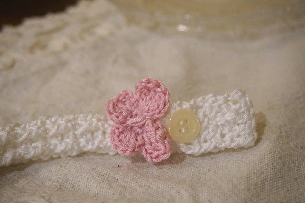 Catenella ciuccio bianca . Cotone con farfalla rosa