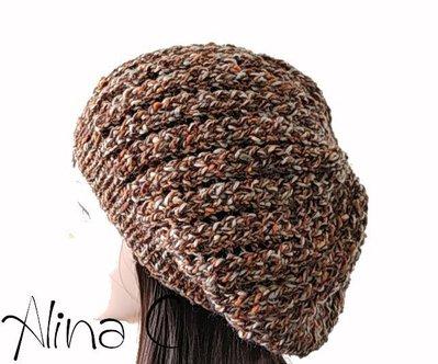 Cappello, basco ai ferri Quebec con lavorazione traforata in lana melange marrone, arancio, grigio, per donna, ragazza, moda inverno, con ponpon arancio optional