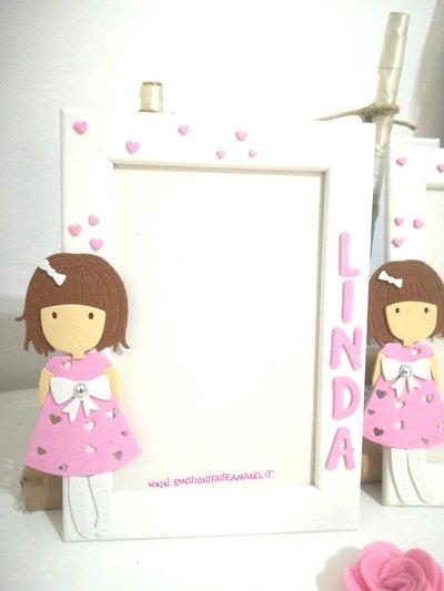Numero 2 Cornici porta foto in legno con bambolina e nome .