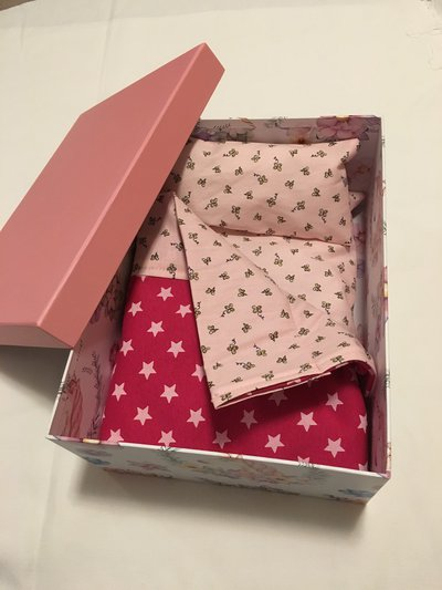 Lettino in scatola giocattolo per bambole