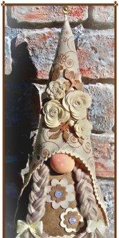 Gnomo Fermaporta grande c/trecce decoro fiori