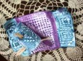 2° vassoino con porta stuzzicadenti di ceramica, manufatto con motivo impresso lilla e petrolio