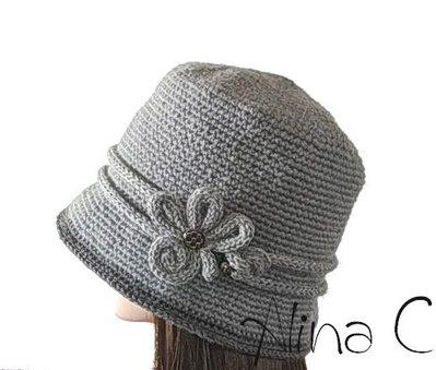 Cappello cloche all'uncinetto con decorazione a tubolare, donna, ragazza, inverno,  lana merino, grigio chiaro, linea vintage,