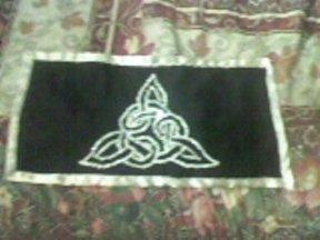 Centrotavola nero, con nodi celtici