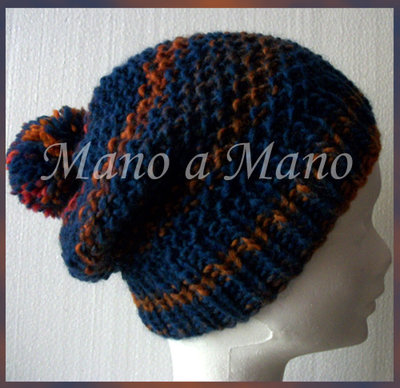 Cuffia morbida con ponpon- Blu scuro e arancio