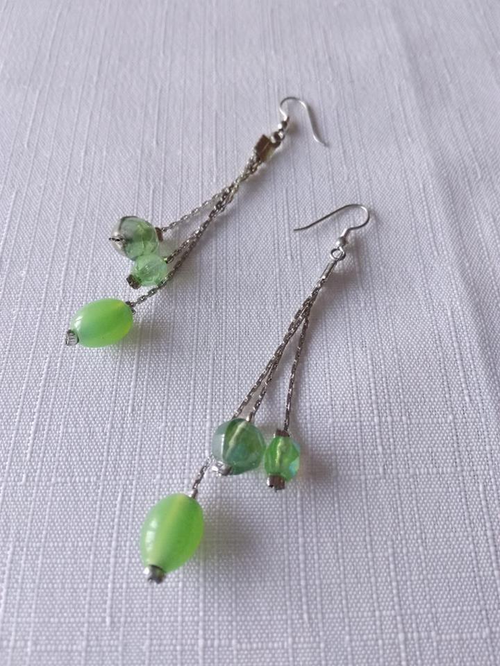 orecchini pendenti con catena e perline