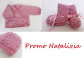 Offerta di Natale Set cappelino, scarpine e maglia, colore rosa interamente lavorati a mano