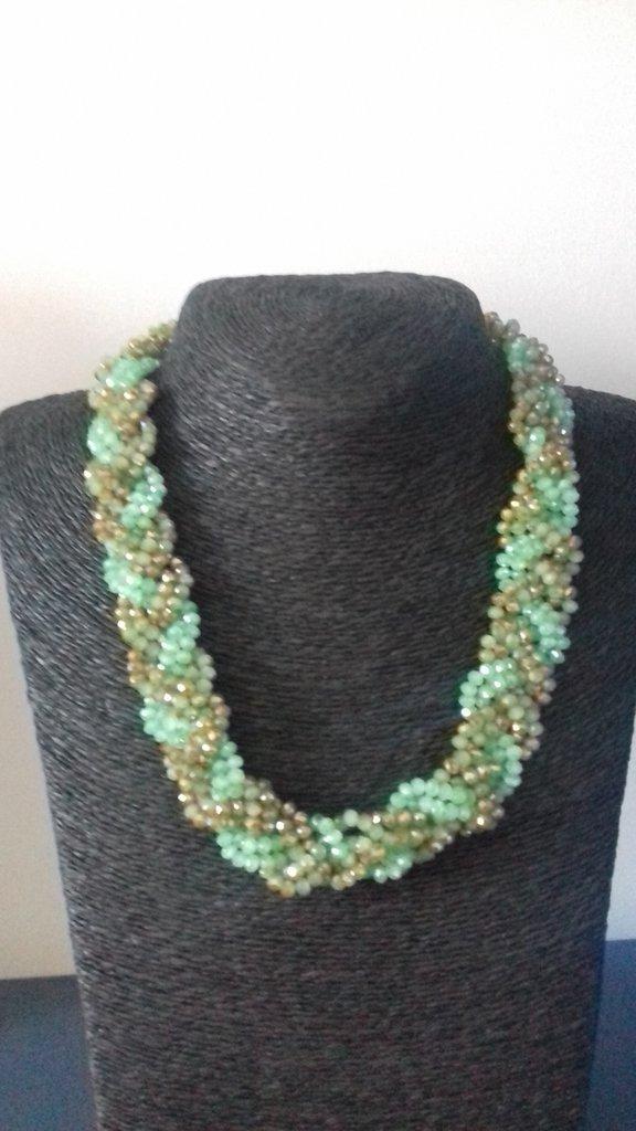 Collana intrecciata con perline