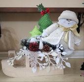 Slitta in legno con paesaggio natalizio